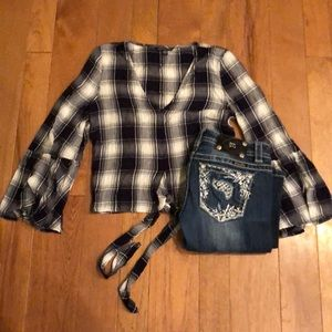 American Eagle small white and navy plaid top